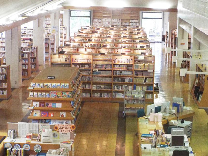 図書館内全景