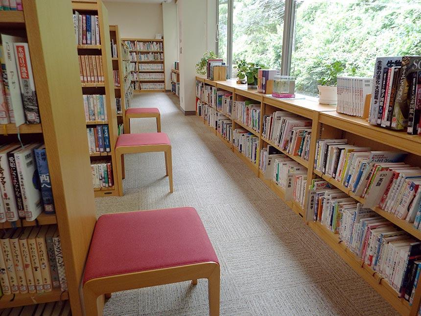 図画書館内部